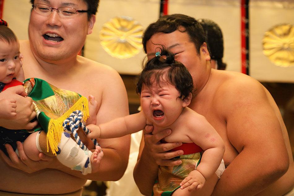 越中 泣き笑い 赤ちゃん相撲